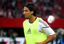 Sami Khedira, fonte By Steindy (talk) 11:31, 27 June 2011 (UTC) - Own work, CC BY-SA 3.0, https://commons.wikimedia.org/w/index.php?curid=15632947