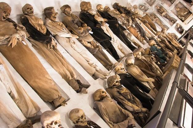 catacombe-cappuccini-le-mummie-riflettono-la-caducita-dellesistenza