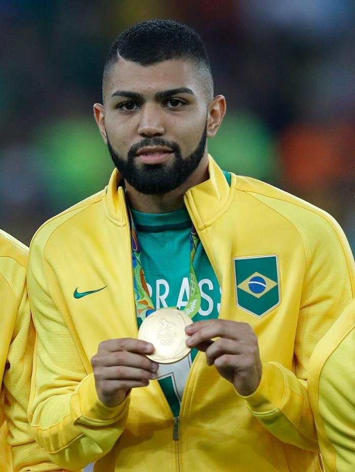 Gabriel Barbosa, soprannominato Gabigol, fonte By Fernando Frazão/Agência Brasil - http://agenciabrasil.ebc.com.br/rio-2016/foto/2016-08/brasil-conquista-primeiro-ouro-olimpico-nos-penaltis, CC BY 3.0 br, https://commons.wikimedia.org/w/index.php?curid=50896501