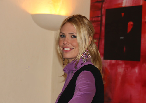 Ilary Blasi, fonte Di Shawn Landersz - Flickr, CC BY 2.0, https://commons.wikimedia.org/w/index.php?curid=15301138