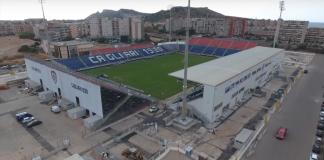 Sardegna Arena, stadio del Cagliari, fonte By Antonello Gregorini - https://www.youtube.com/watch?v=DzmO5Q_Spa0, CC BY-SA 4.0, https://commons.wikimedia.org/w/index.php?curid=62372751