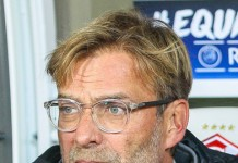 Jürgen Klopp, fonte By Дмитрий Голубович - https://www.soccer0010.com/galery/1013448/photo/673304, CC BY-SA 3.0, https://commons.wikimedia.org/w/index.php?curid=62794875