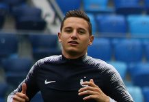 Florian Thauvin, fonte By Кирилл Венедиктов - https://www.soccer.ru/galery/1057186/photo/735770, CC BY-SA 3.0, https://commons.wikimedia.org/w/index.php?curid=70696036