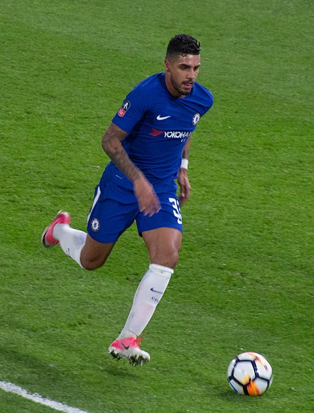 Emerson Palmieri, fonte Di @cfcunofficial (Chelsea Debs) London from London, UK - Chelsea 4 Hull 0, CC BY-SA 2.0, https://commons.wikimedia.org/w/index.php?curid=66555883