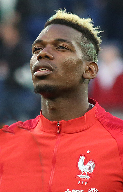 Paul Pogba, fonte By Кирилл Венедиктов - https://www.soccer.ru/galery/1042235/photo/718794, CC BY-SA 3.0, https://commons.wikimedia.org/w/index.php?curid=67766296