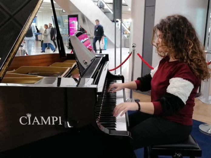 Intervista esclusiva a Simona Mitilini, talentuosa e giovane cantante napoletana